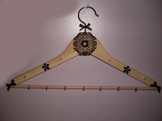 mon porte bijoux cintre classique cr atrice de bijoux et accessoires. Black Bedroom Furniture Sets. Home Design Ideas