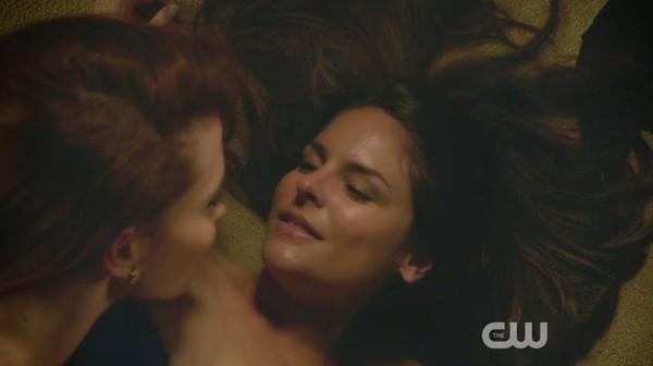 Luisa & Rose Scenes Jane the Virgin   Lesbian Media Blog